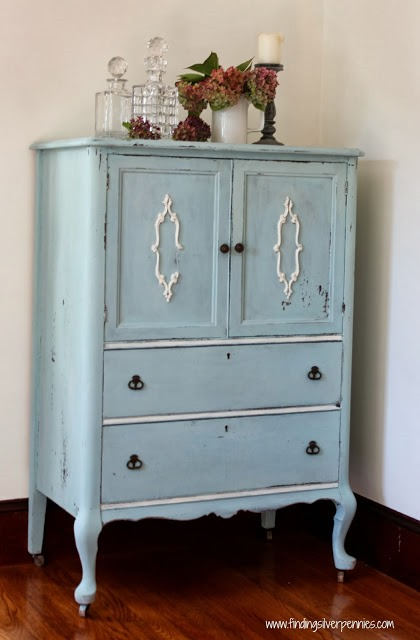 Milk_Paint_armoire