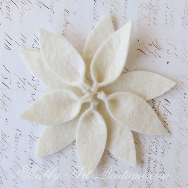 Shabby Art Boutique felt poinsettia 4