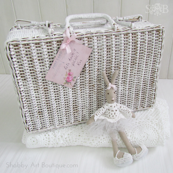 Shabby Art Boutique - Picnic basket make-over 2