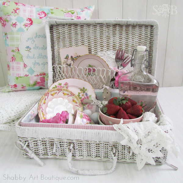 Shabby Art Boutique - Picnic basket make-over 4