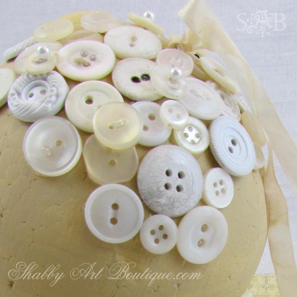 Shabby Art Boutique - Button Ball 14a