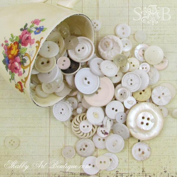 Shabby Art Boutique - Button Ball 14b