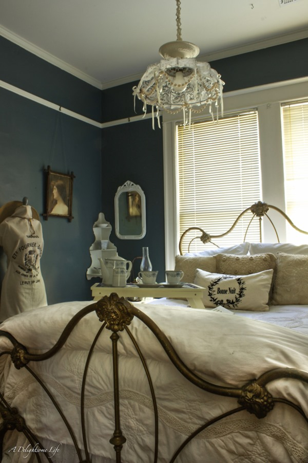 winter-white-guest-bedroom-2-682x1024