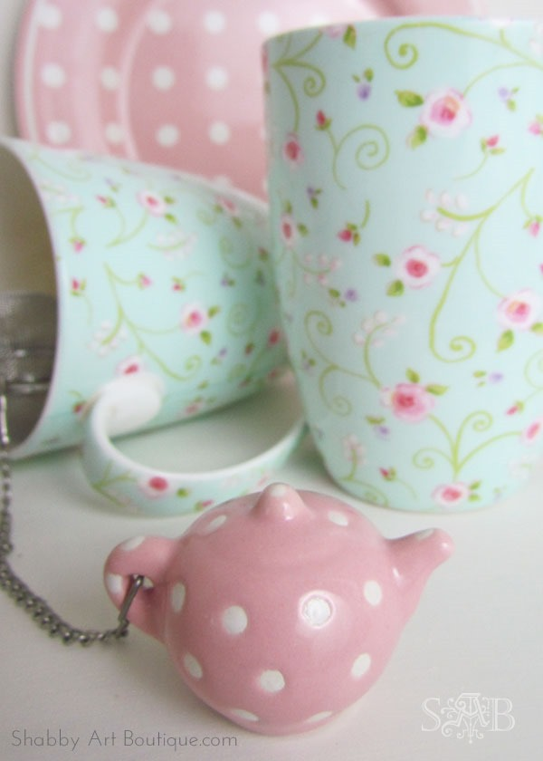 Get a GreenGate look with thrift store finds