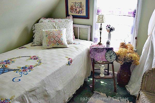 guest-room-vintage-bedspread