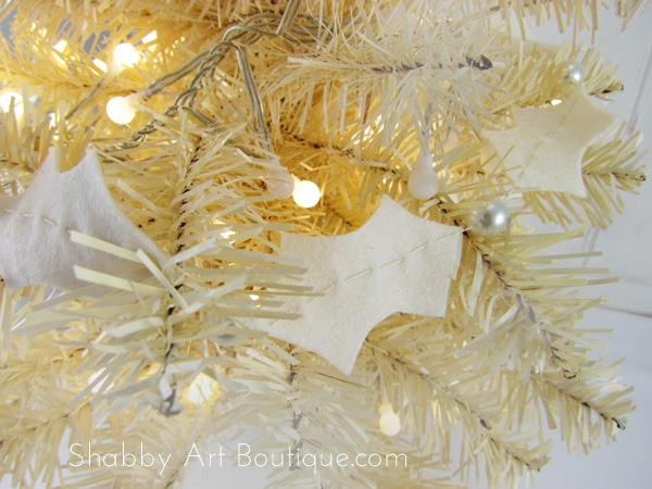 How to make a shabby holly & pearl garland