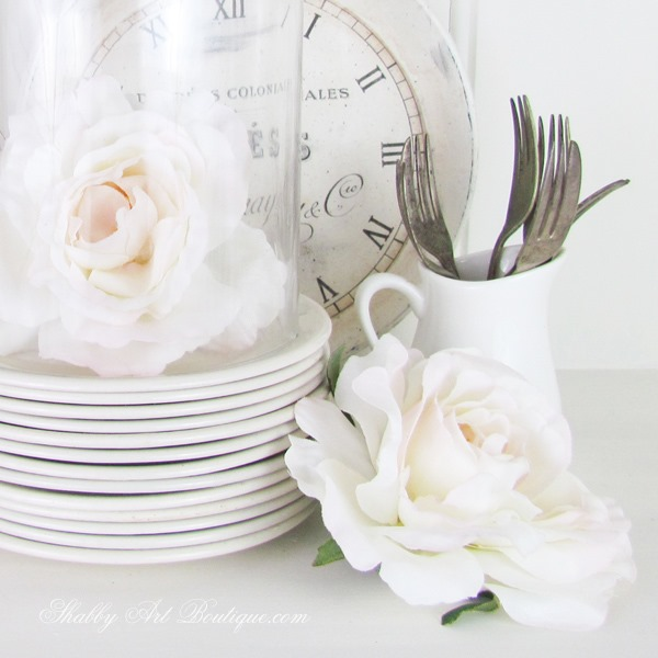 Timeless white styling tips from Shabby Art Boutique. Click to find out how now or PIN for later.
