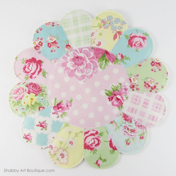 How to make an easy faux patchwork trivet in 30 minutes from Shabby Art Boutique. Get the full easy to make tutorial and template by clicking... or PIN for later.