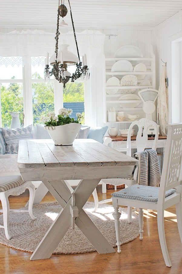 Shabby Art Boutique presents the Shabbilicious Sunday Series. This week we visit Vibeke Design. Tour her beautiful home and new garden house, plus get Vibeke's tips on decorating. Click now to read or PIN for later.