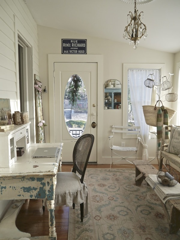 Shabbilicious Sunday featuring Chateau Chic. Weekly series by Shabby Art Boutique that features beautiful homes that embrace vintage, cottage and shabby chic decorating.
