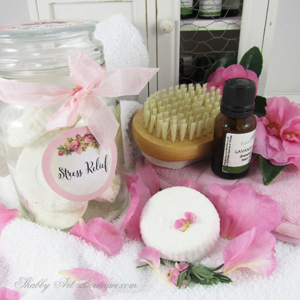 Super quick and easy tutorial for scented shower steamers using just 3 ingredients, plus, pretty tags to download and print. Click to view tutorial now or PIN for later. Shabby Art Boutique