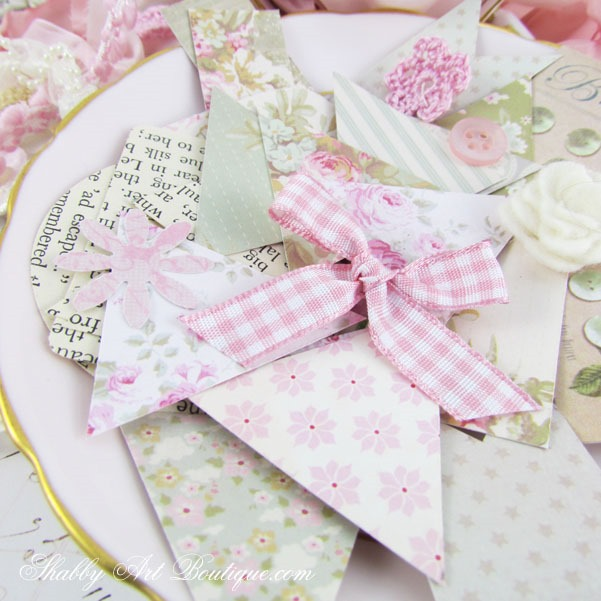 Easy DIY shabby scraps garland by Shabby Art Boutique. Click for quick and easy tutorial ir PIN for use later