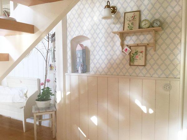 Shabbilicious Sunday with Dana Komm. Enchanting fairy-tale like cottage of Dana Komm featured on Shabbilicious Sunday by Shabby Art Boutique.