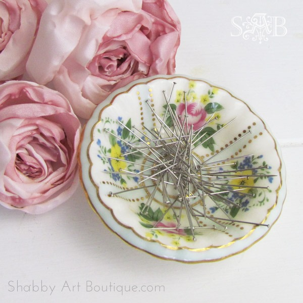 How to make a magnetic pins dish - free tutorial on Shabby Art Boutique.com