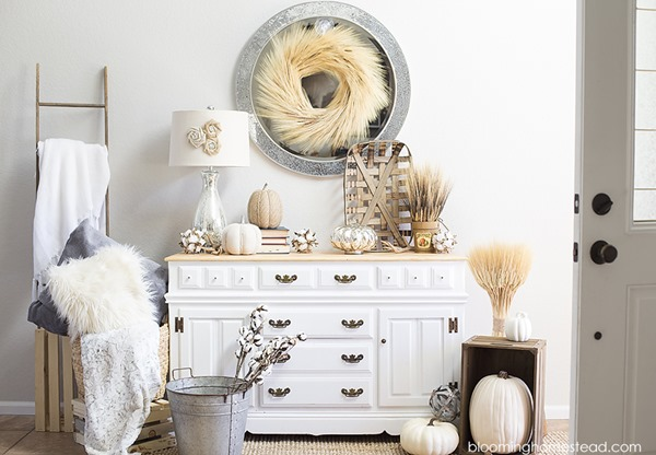 Blooming Homestead is featured on Shabbilicious Sunday at Shabby Art Boutique. See how 8 fabulous bloggers decorate their homes using a soft and chic look for early fall.