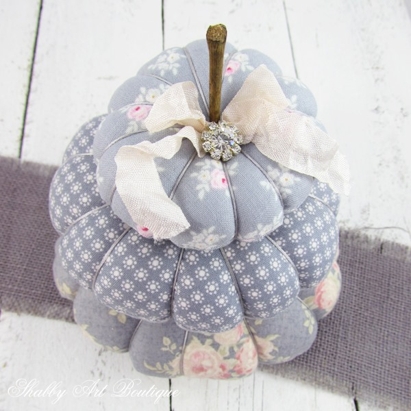 Free tutorial for making gorgeous fabric pumpkins for fall. Click now to visit Shabby Art Boutique for the tutorial or PIN for later.