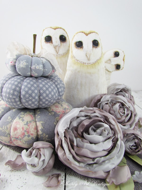 Handmade fabric pumpkins, rose and hand painted owls for a sweet romantic look for fall. Click now to visit Shabby Art Boutique for the free tutorials or PIN for later.