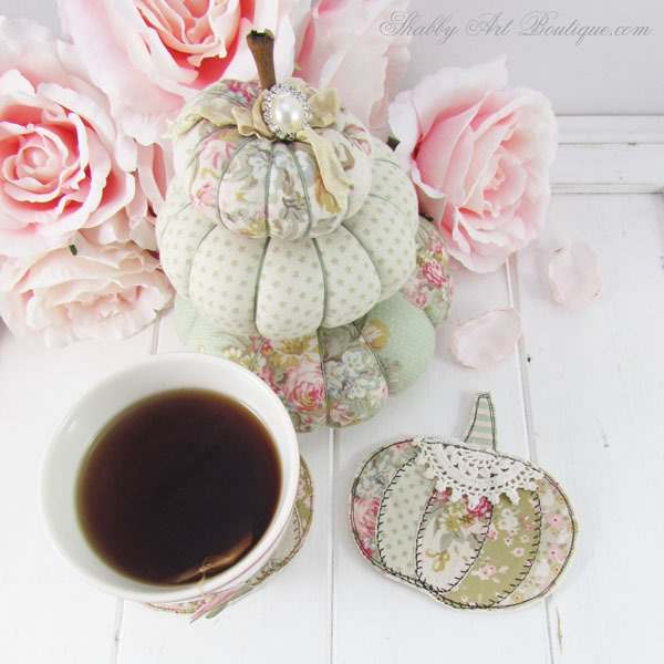 Easy tutorial for making faux patchwork pumpkin coasters. Full step-by-step instructions and template. Finished project in less than an hour. Click now to get full tutorial for Shabby Art Boutique or PIN for later.