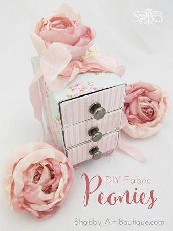 Easy to follow tutorial for making fabric peonies and roses form Shabby Art Boutique. PIN for later or click to get instructions.
