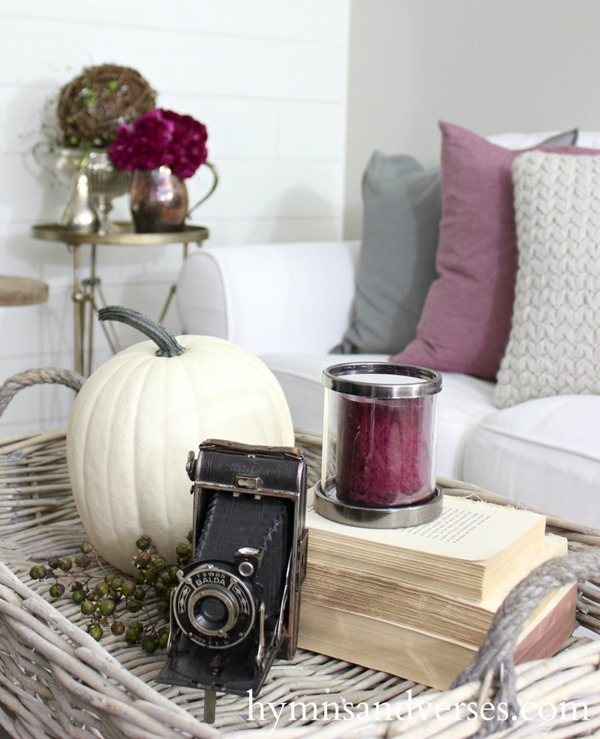 Hymns and Verses is featured on Shabbilicious Sunday at Shabby Art Boutique. See how 8 fabulous bloggers decorate their homes using a soft and chic look for early fall.