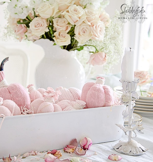 Shabbyfufu is featured on Shabbilicious Sunday at Shabby Art Boutique. See how 8 fabulous bloggers decorate their homes using a soft and chic look for early fall.