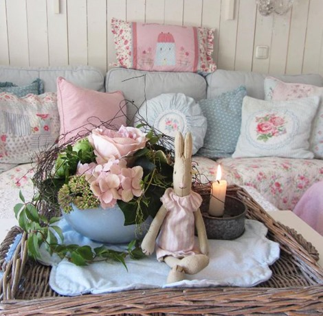 What a pretty living room by Anke of lelofee. Featured guest home tour on Shabbilicious Sunday at Shabby Art Boutique