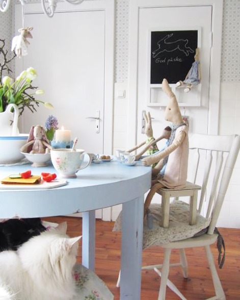 Anke lelofee - kitchen table - on Shabbilicious Sunday at Shabby Art Boutique