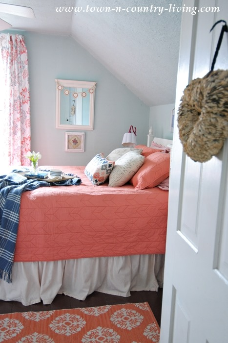 Shabbilicious Sunday takes a tour of Jennifers gorgeous 1865 farmhosue at Town and Country Living - farmhouse bedroom.