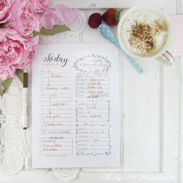 Organise your day with this free printabel daily planner from Shabby Art Boutique.