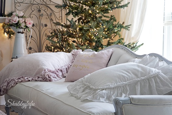 French country christmas by Shabbyfufu and featured on Shabbilicious Sunday. Click now to visit Shabby Art Boutique for more or PIN to visit later.