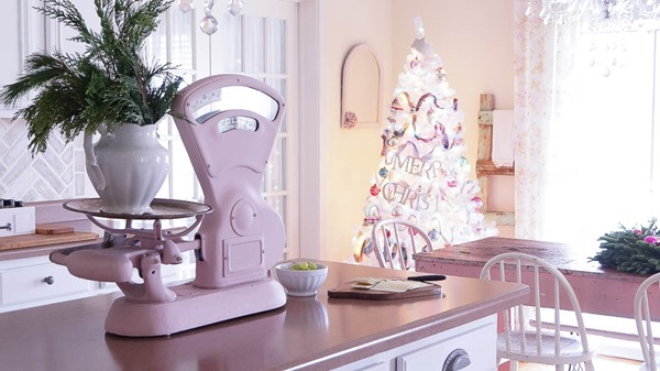 Shabbilicious Sunday visits Anne at White Lace Cottage for a tour of her beautiful home. Christmas in the kitchen. See more at Shaby Art Boutique