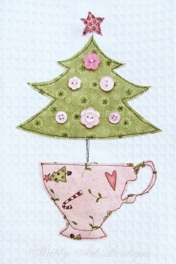 Free motion stitched handmade Christmas project by Shabby art Boutique. Click to get template and step-by-step instructions.