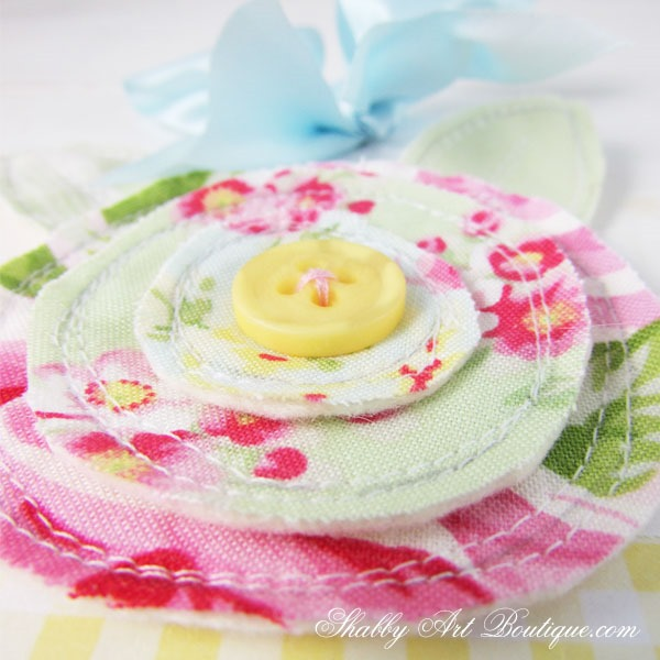 How to make a scrappy fabric flower on Shabby Art Boutique