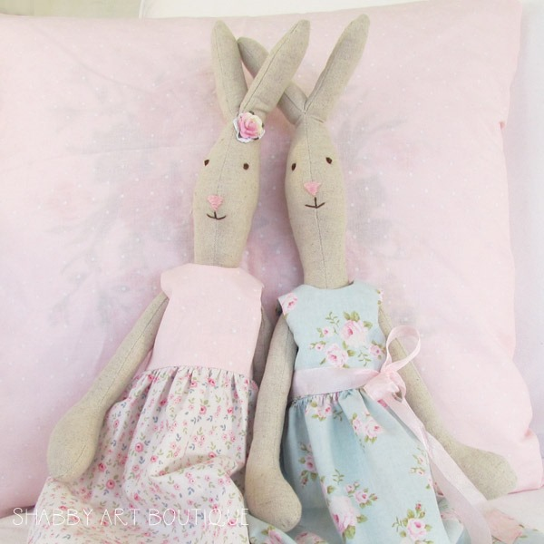 Free pattern and tutorial to make your own look-a-like Maileg Rabbits from Shabby Art Boutique
