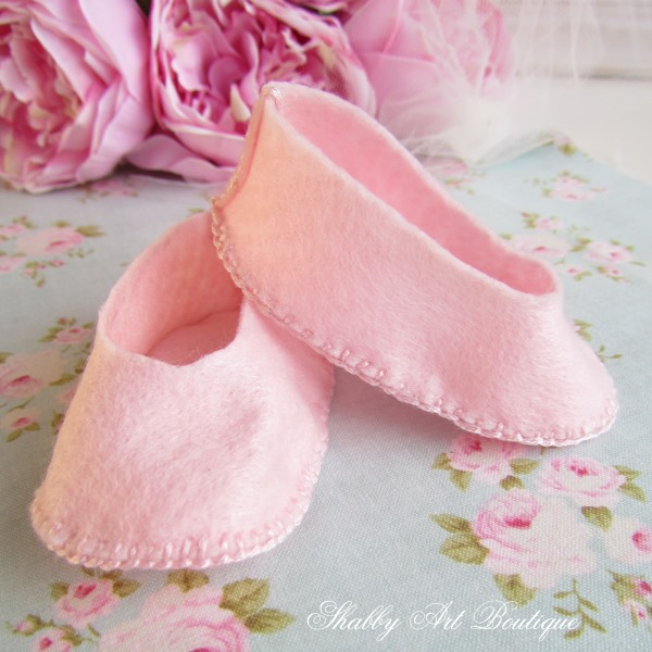 How to make Blossoms Mary-Jane shoes - full tutorial and pattern on Shabby Art Boutique