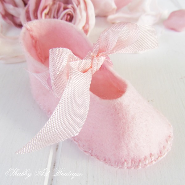 How to make Mary-Jane shoes for Blossom - tutorial and pattern at Shabby Art Boutique