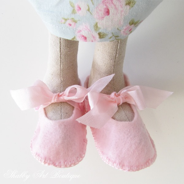 Sweet little Mary-Jane shoes for Blossom - pattern and tutorial at Shabby Ar Boutique