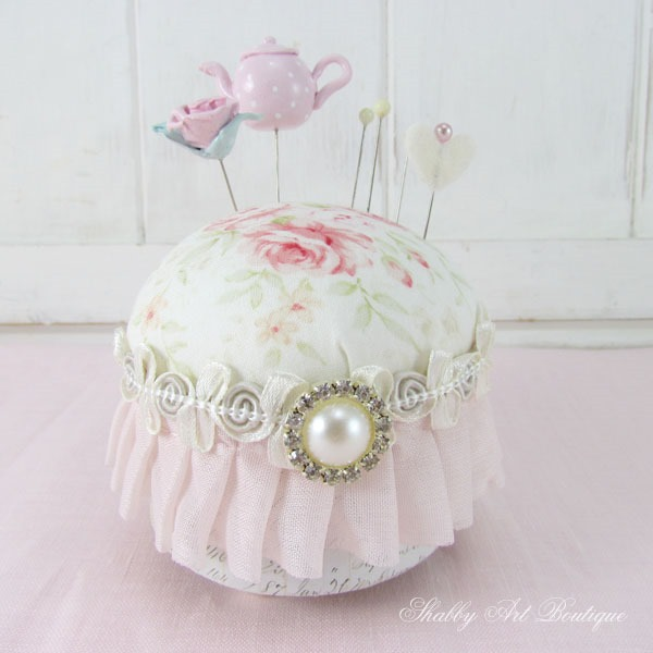 Tutorial for a pretty shabby pincushion by Shabby Art Boutique