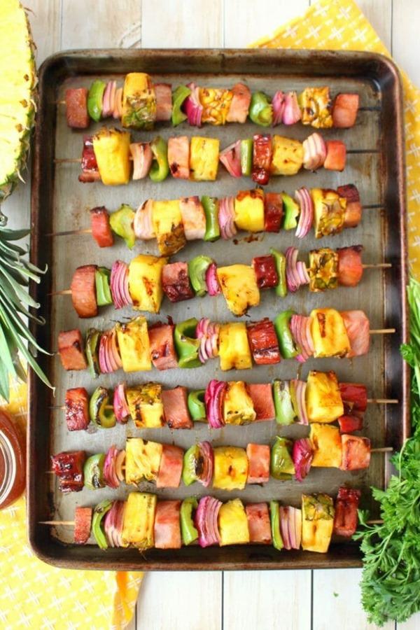 Hawaiian-Ham-Pineapple-Kebabs-vert7-683x1024