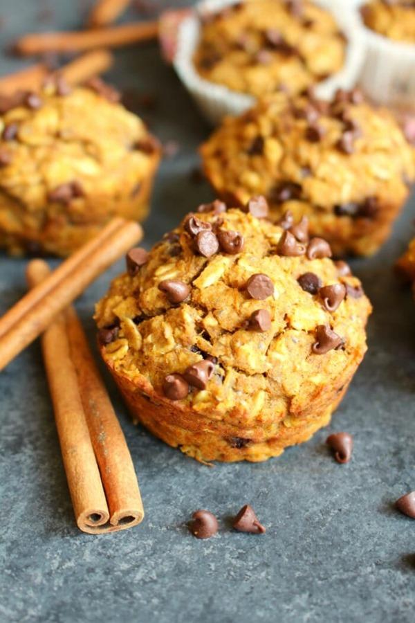 Pumpkin-Chocolate-Chip-Protein-Muffins-vert6