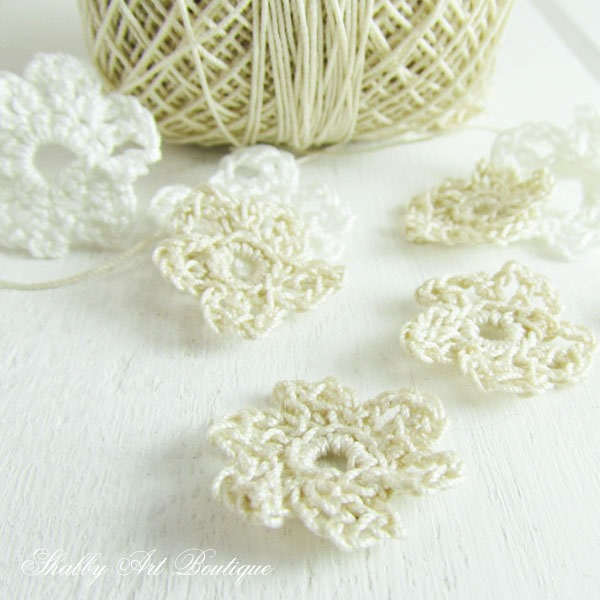 DIY mini crochet flowers for use in craft projects - Shabby Art Boutique