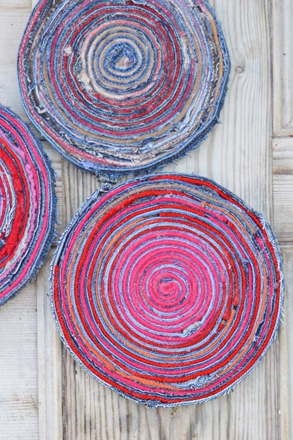 upcycled-denim-fabric-placemats-wood-s