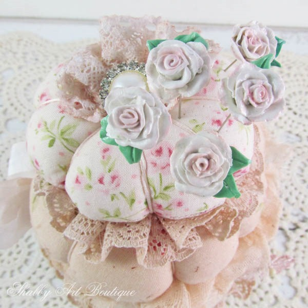 A tutorial on how to make decorative pin toppers for your pincushions by Shabby Art Boutique