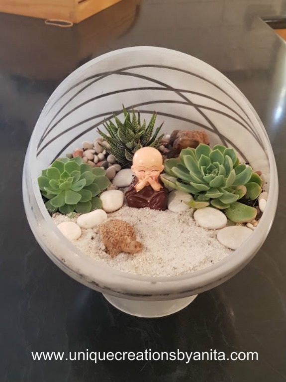 how-to-make-your-own-themed-succulent-terrarium