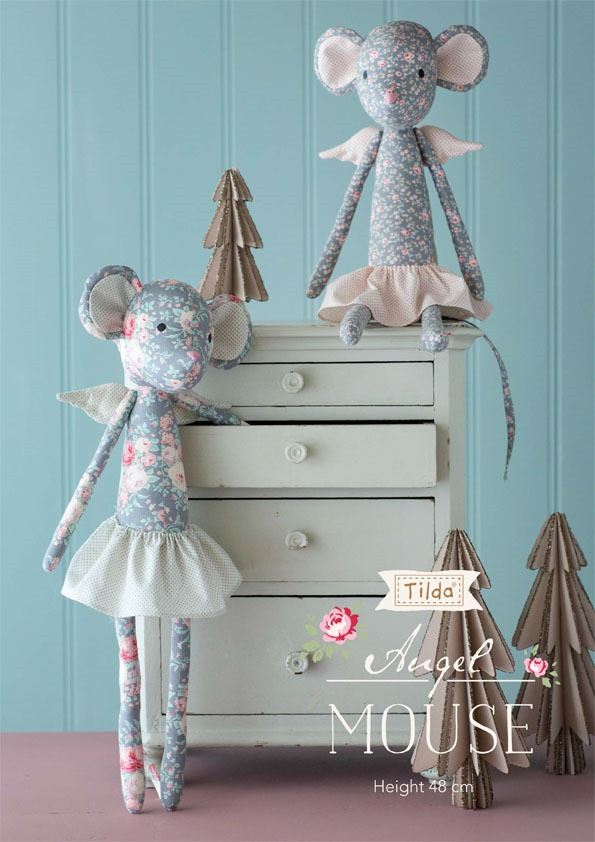 Free pattern for thos sweet Christmas Angel Mouse