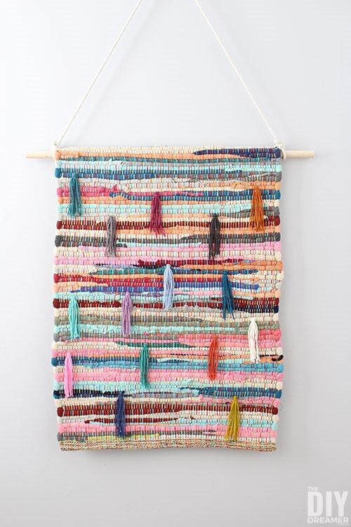diy-Upcycled-rug-wall-hanging