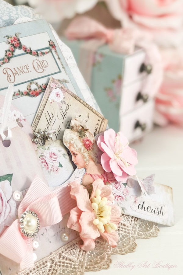 How to make a beautiful Victorian loaded pocket - printables from Shabby Art Boutique