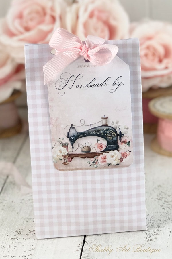 Download these free printable Handmade Tags by Shabby Art Boutique to add to your handmade gifts
