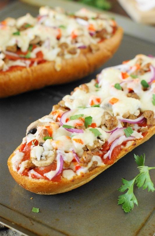 Easy-Supreme-French-Bread-Pizza 2 (1)